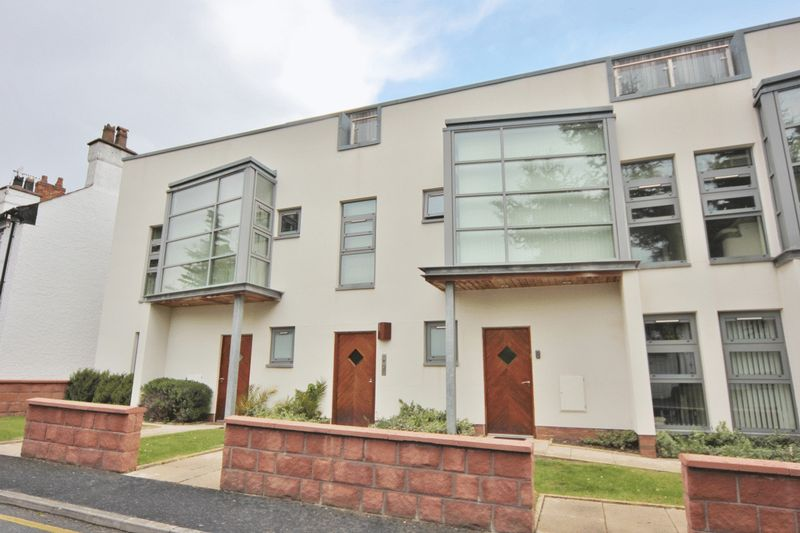 2 Bedrooms Flat for sale in Rocky Lane South, Wirral