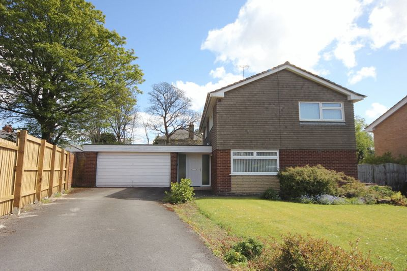 4 Bedrooms Detached House for sale in Highfields, Heswall, Wirral