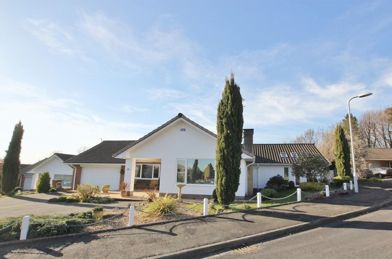 4 Bedrooms Detached Bungalow for sale in Long Meadow, Gayton, Wirral