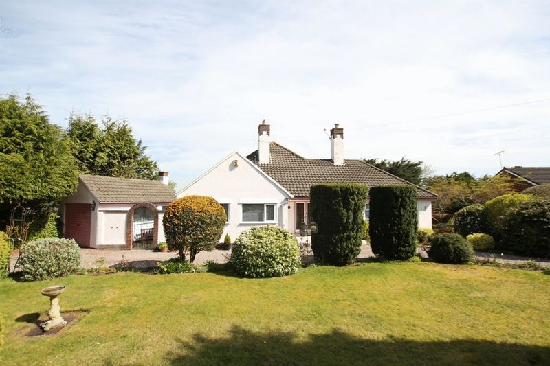 3 Bedrooms Detached Bungalow for sale in Hilltop Lane, Heswall, Wirral