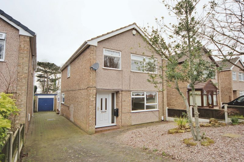 4 Bedrooms Detached House for sale in Lea Close, Noctorum, Wirral