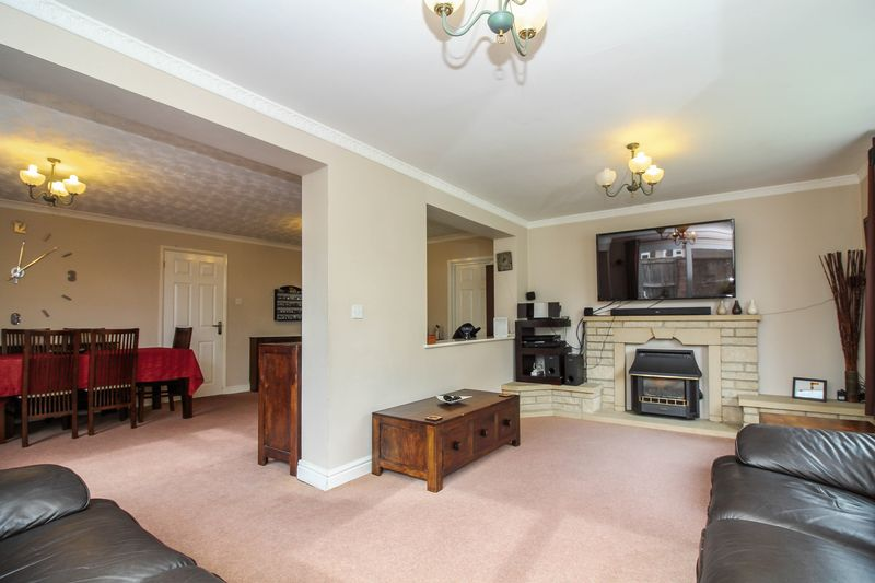 4 Bedrooms Detached House for sale in Wychelm Road, Frome
