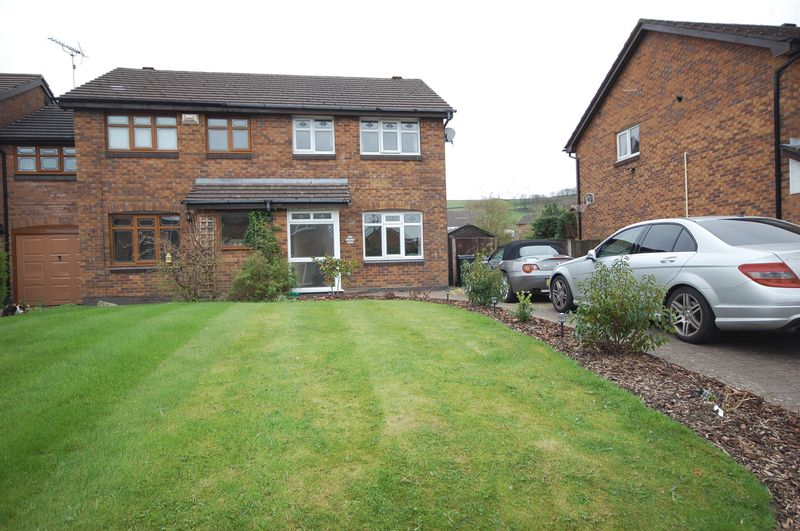 3 Bedrooms Semi Detached House for sale in Larch Way, Glossop