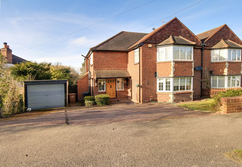 3 Bedrooms Semi Detached House for sale in Hillside, Banstead. SM7 1HF