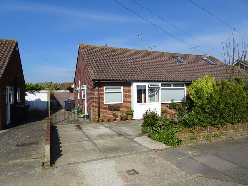 2 Bedrooms Semi Detached Bungalow for sale in Twyford Road, Worthing
