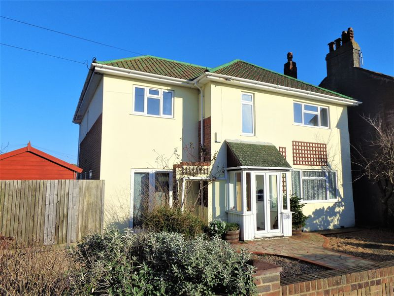 4 Bedrooms Detached House for sale in Sea Place, Worthing