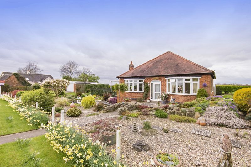 3 Bedrooms Detached Bungalow for sale in NEWLANDS, LONG LANE, DALBURY LEES