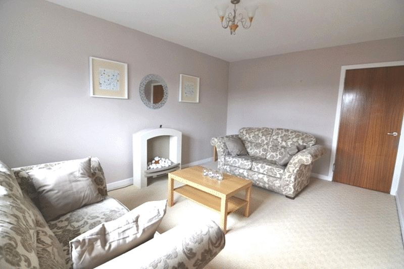 2 Bedrooms Flat for sale in West End, Dalry