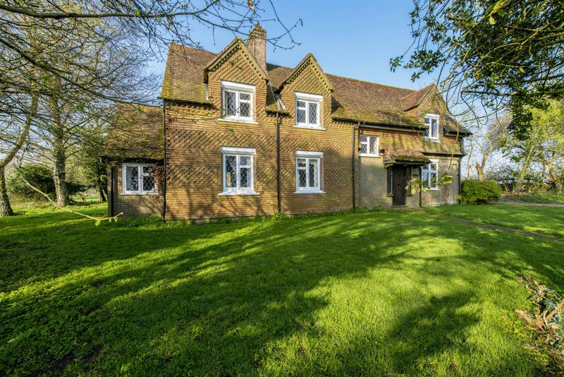 3 Bedrooms Detached House for sale in HASTOE NEAR TRING