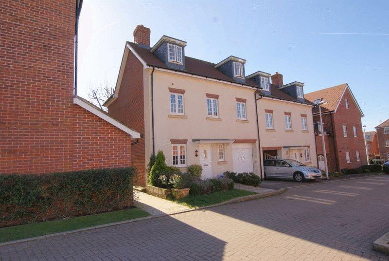 3 Bedrooms Semi Detached House for sale in Uxbridge Road, Wendover