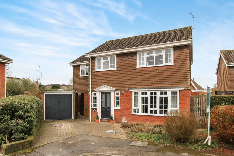 4 Bedrooms Detached House for sale in CAVENDISH CLOSE WENDOVER BUCKINGHAMSHIRE