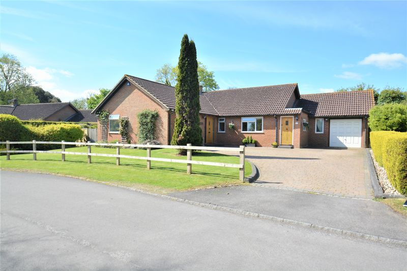 3 Bedrooms Detached Bungalow for sale in Upton, Oxfordshire.