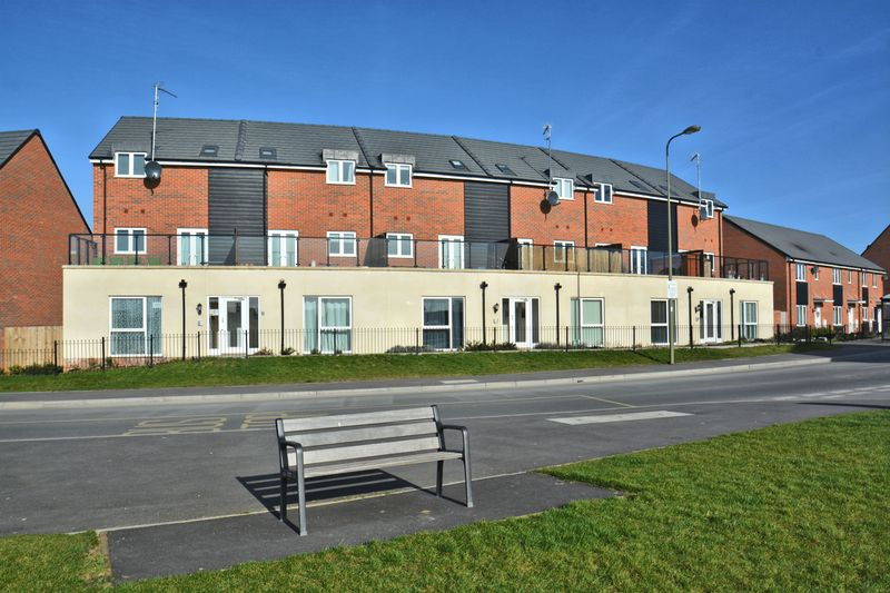2 Bedrooms Flat for sale in Elm Park, Didcot