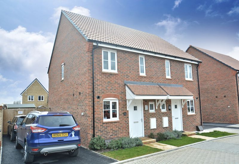 2 Bedrooms Semi Detached House for sale in Maple Road, Didcot