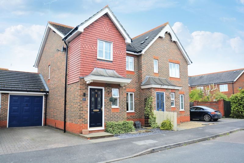 3 Bedrooms Semi Detached House for sale in Ashburn Place, Didcot.
