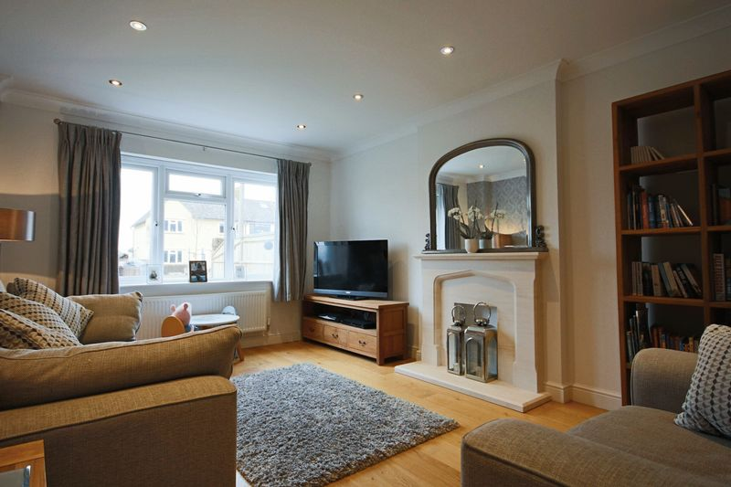 3 Bedrooms Semi Detached House for sale in Upland Road, Thornwood, EPPING