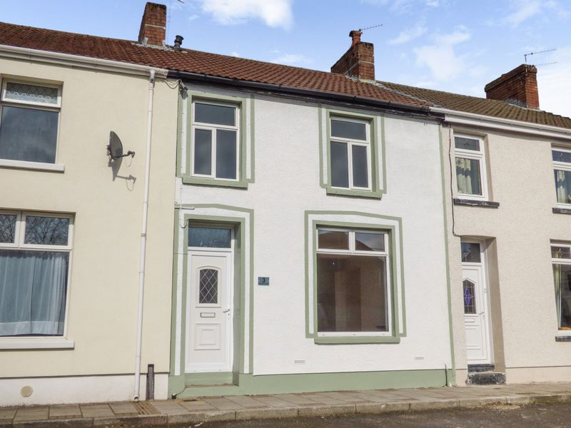 4 Bedrooms Terraced House for sale in Victoria Road, Tredegar, Gwent