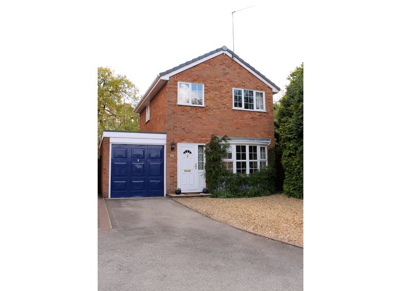 3 Bedrooms Detached House for sale in Monteagle Drive, Kingswinford, West Midlands