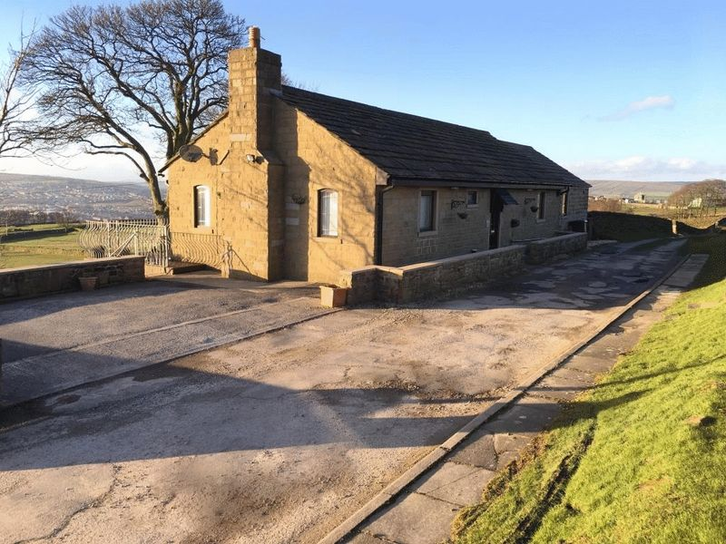 4 Bedrooms Detached Bungalow for sale in Back Shaw Lane, Keighley