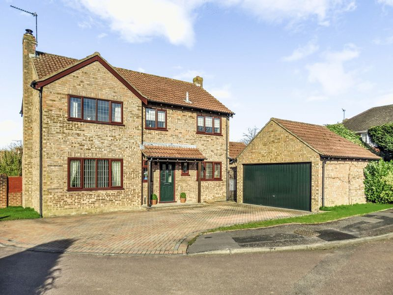 4 Bedrooms Detached House for sale in Pound Close, Bramley, Tadley