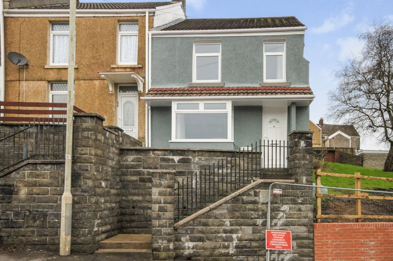 3 Bedrooms Terraced House for sale in Middle Road, Cwmbwrla, Swansea