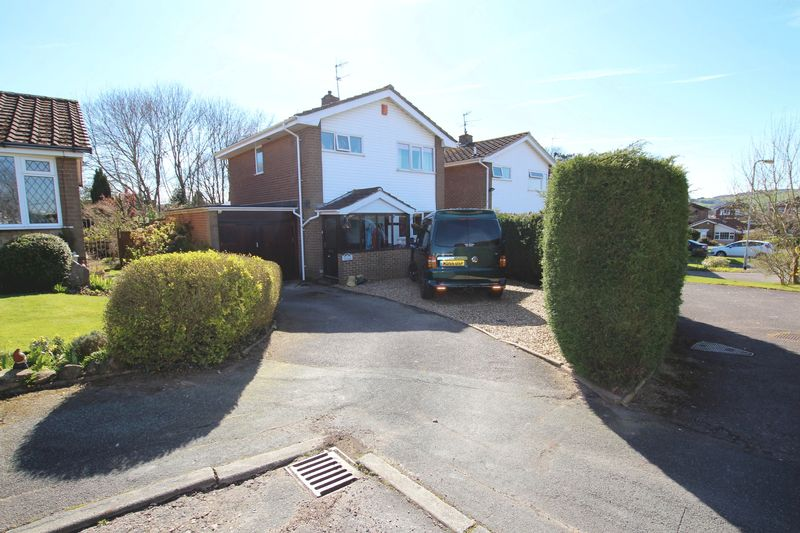 3 Bedrooms Detached House for sale in Witham Way, Biddulph