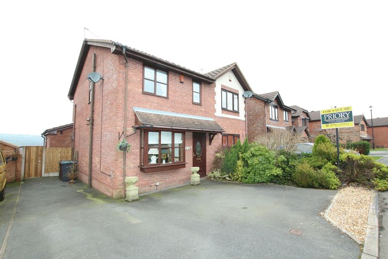 3 Bedrooms Semi Detached House for sale in Redwing Drive, Biddulph