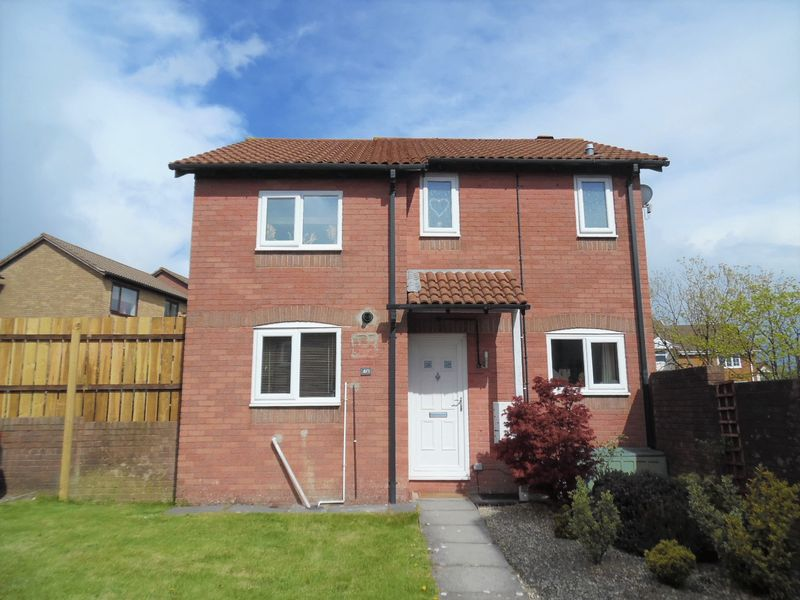 3 Bedrooms Detached House for sale in Robins Hill Brackla Bridgend CF31 2PJ
