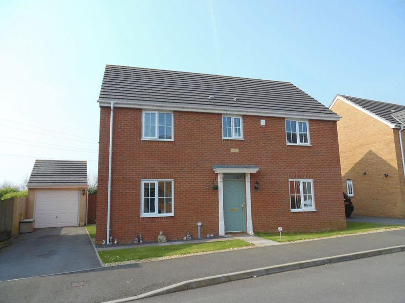 4 Bedrooms Detached House for sale in Heol Y Fronfraith Fawr Broadlands Bridgend CF31 5FR