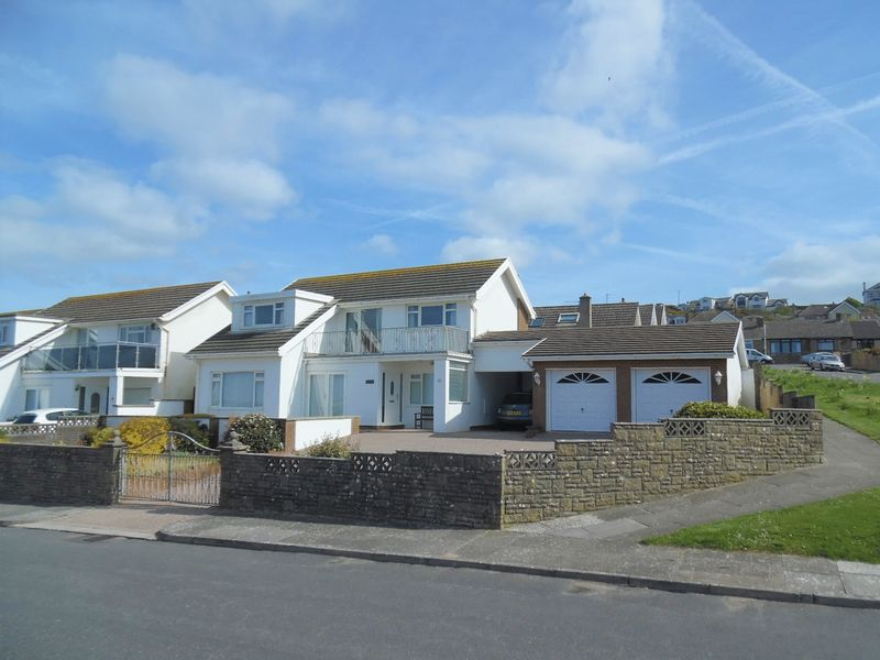 4 Bedrooms Detached House for sale in Seaview Drive Ogmore-by-Sea CF32 0PB