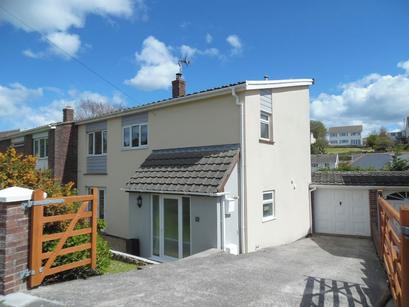 3 Bedrooms Semi Detached House for sale in Heol Yr Ysgol St Brides Vale of Glamorgan CF32 0TB