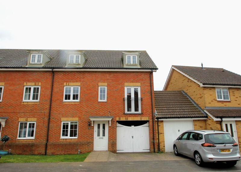 5 Bedrooms Semi Detached House for sale in Hawkinge, Folkestone