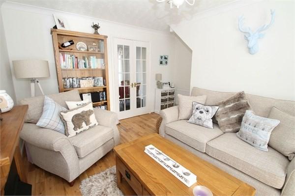 2 Bedrooms Semi Detached House for sale in Hawkinge, Folkestone