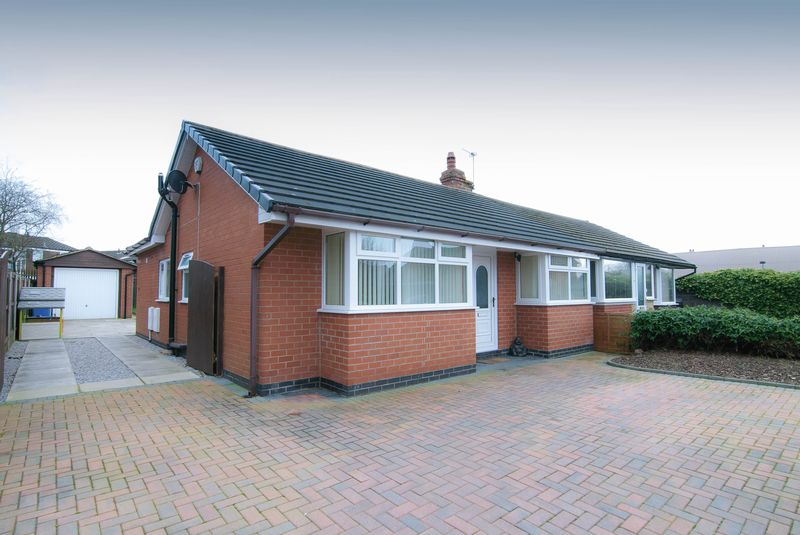 3 Bedrooms Semi Detached Bungalow for sale in 7 Moss Lane, Coppull, PR7 5AL