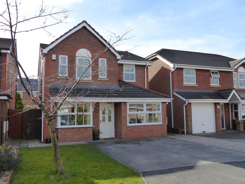 4 Bedrooms Detached House for sale in 25 Poplar Drive, Coppull, PR7 4LS