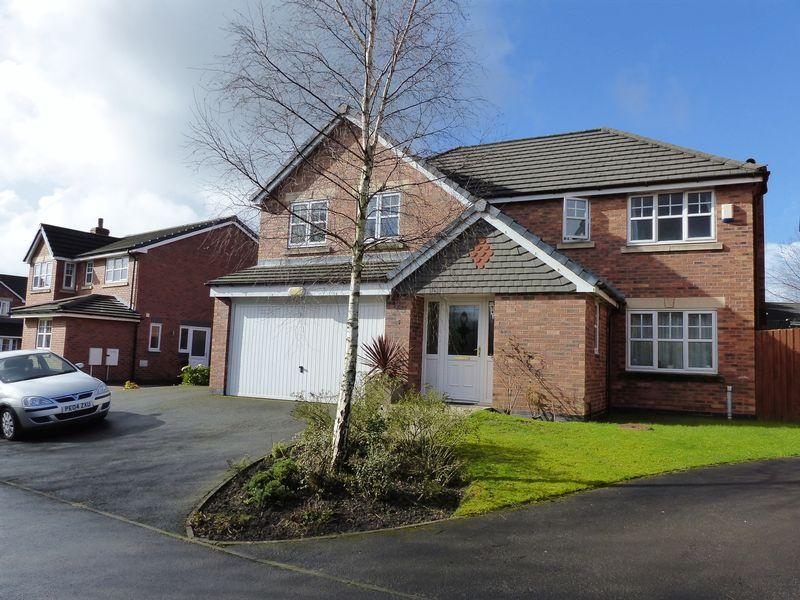 4 Bedrooms Detached House for sale in 5 Grange Drive, Coppull, PR7 5PG