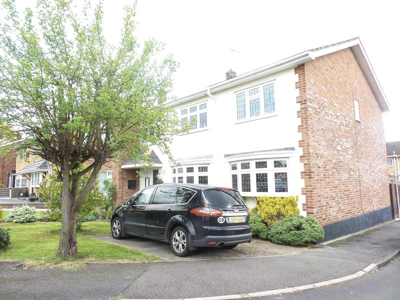 5 Bedrooms Semi Detached House for sale in Graysons Close, Rayleigh, Essex