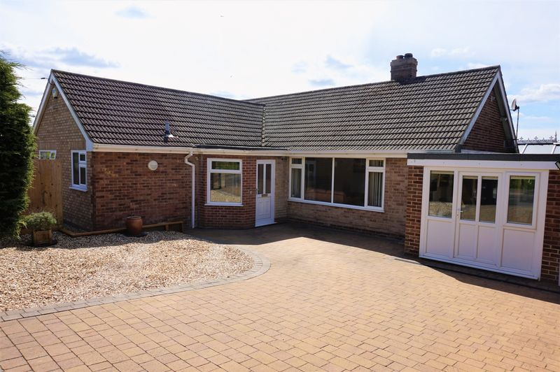 3 Bedrooms Detached Bungalow for sale in Stoney Lane Newbury