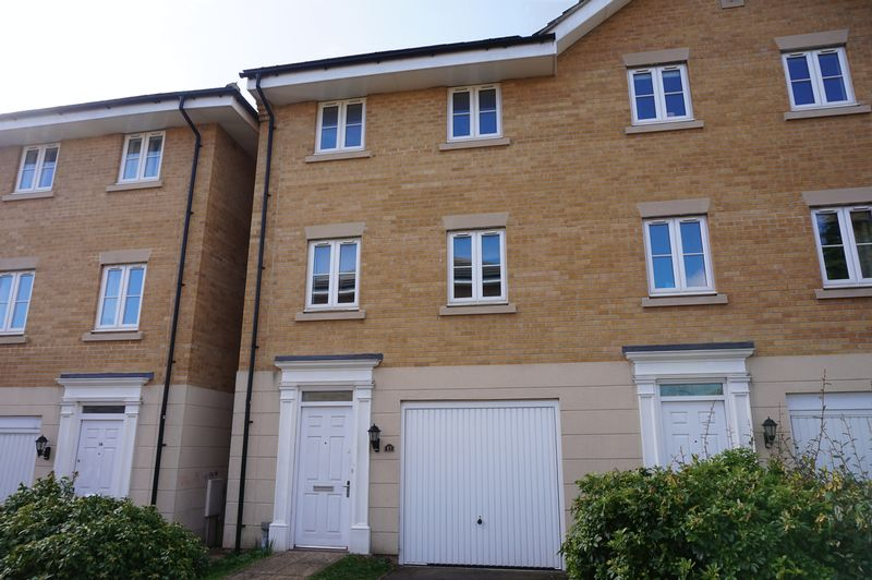 3 Bedrooms Semi Detached House for sale in The Firs, Fir Tree Lane Newbury RG14