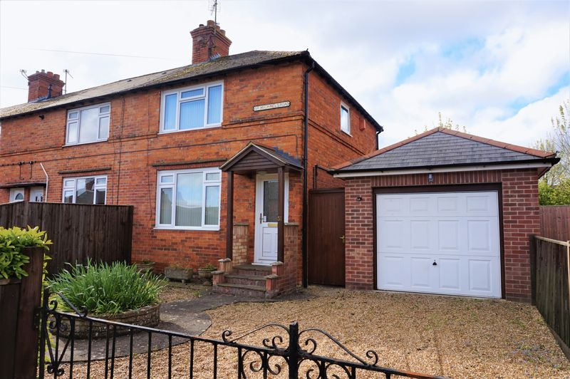 2 Bedrooms Semi Detached House for sale in St Michaels Road, Newbury