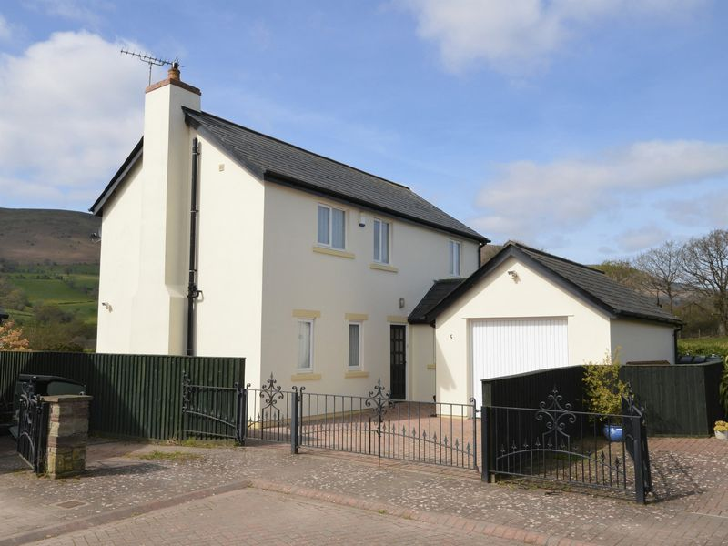3 Bedrooms Detached House for sale in Greyhound Close, Longtown, Herefordshire