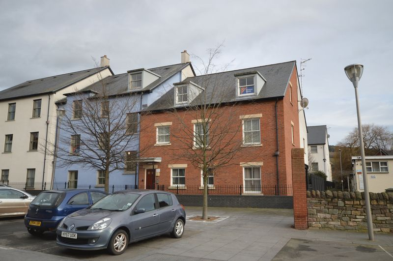 2 Bedrooms Flat for sale in Lion Street, Abergavenny