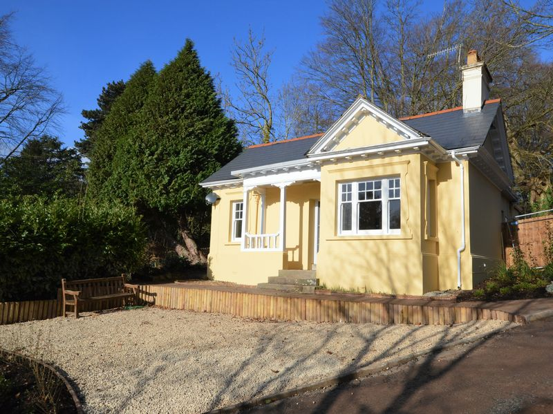 2 Bedrooms Detached Bungalow for sale in Pen Y Pound, Abergavenny