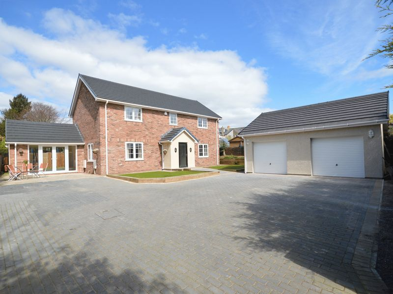 5 Bedrooms Detached House for sale in Belgrave Close, Abergavenny