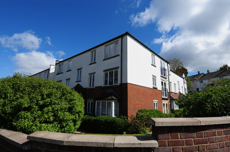 2 Bedrooms Flat for sale in Sturminster Road, Stockwood, Bristol, BS14