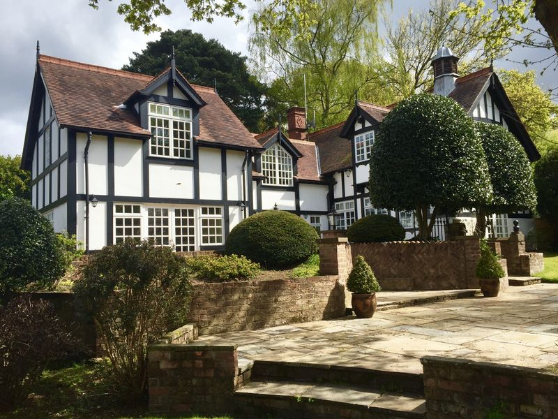 5 Bedrooms Detached House for sale in Charcoal Road, Bowdon