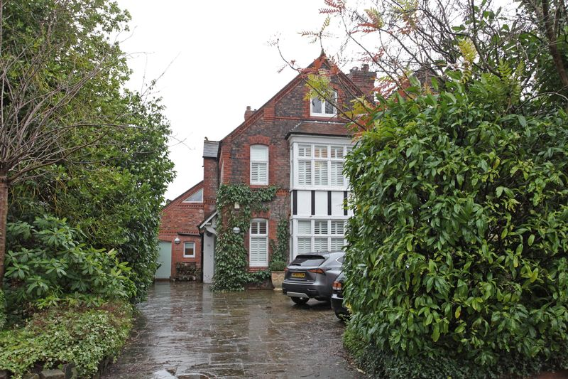 5 Bedrooms Semi Detached House for sale in Lisson Grove, Hale