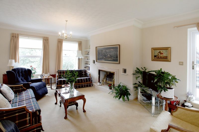 2 Bedrooms Flat for sale in Hollywood, Bowdon