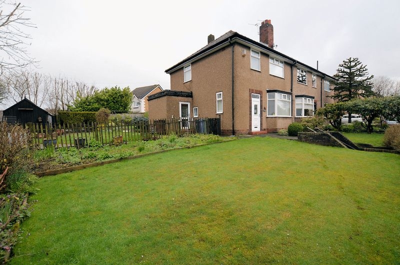 3 Bedrooms Semi Detached House for sale in Rochdale Old Road, Bury