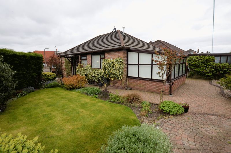 2 Bedrooms Detached Bungalow for sale in Newquay Avenue, Bolton